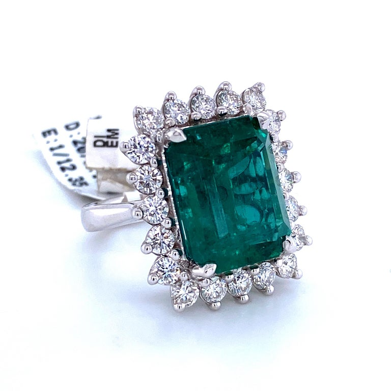 Contemporary Green Emerald Cut Diamond Cocktail Ring 14.45 Carat 18 Karat White Gold For Sale