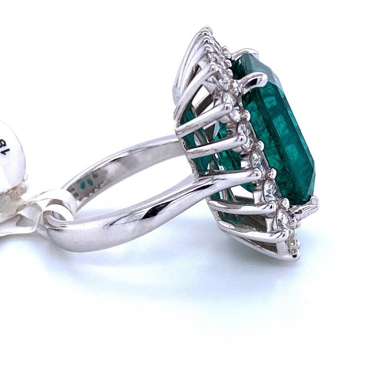 Green Emerald Cut Diamond Cocktail Ring 14.45 Carat 18 Karat White Gold For Sale 2
