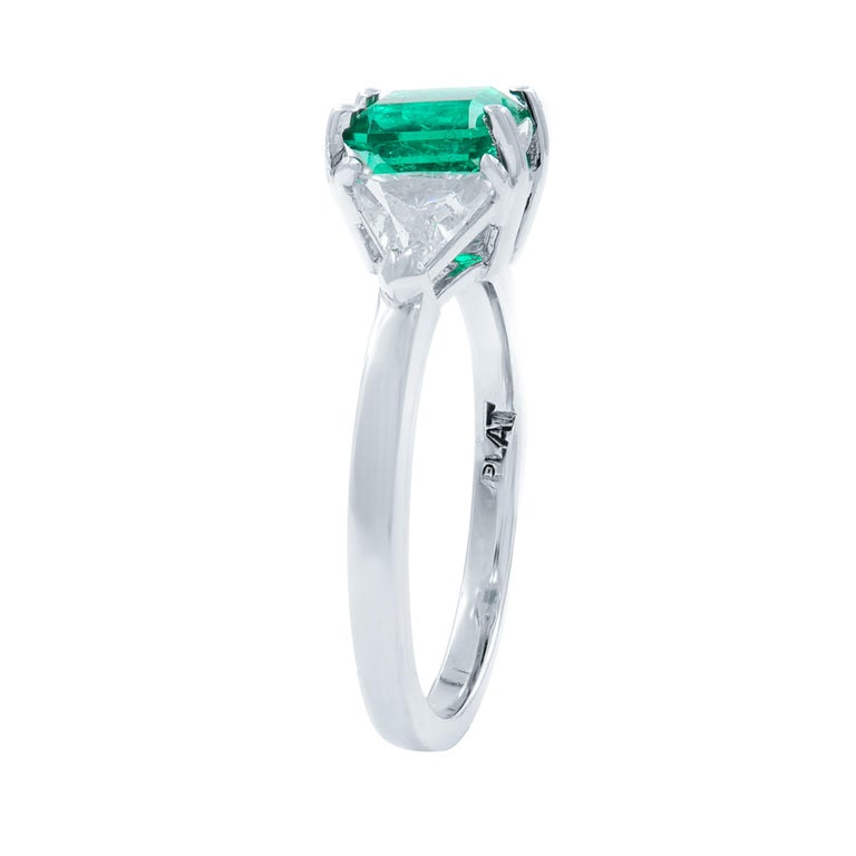Green Emerald Three-Stone Diamond Ring Platinum In Excellent Condition For Sale In New York, NY