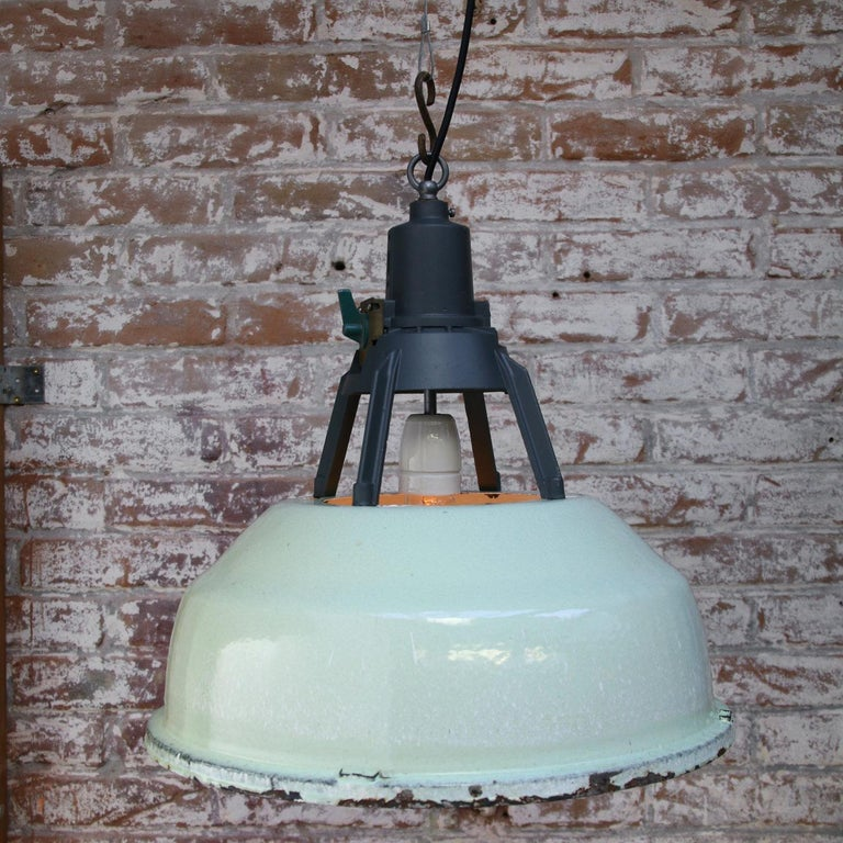 Green Enamel Vintage Industrial Aluminum Top Pendant Lights In Good Condition For Sale In Amsterdam, NL