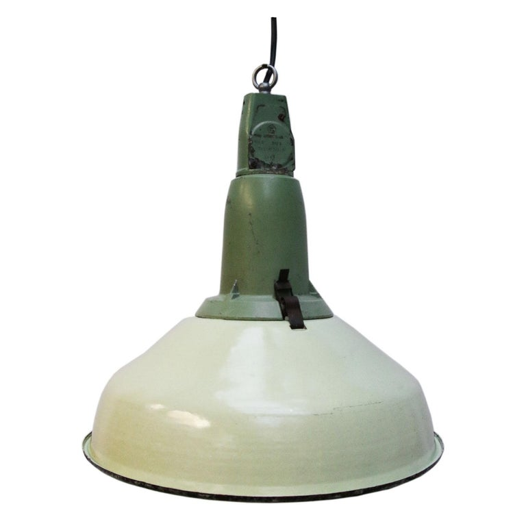 Green Enamel Vintage Industrial Pendant Lamp In Good Condition For Sale In Amsterdam, NL