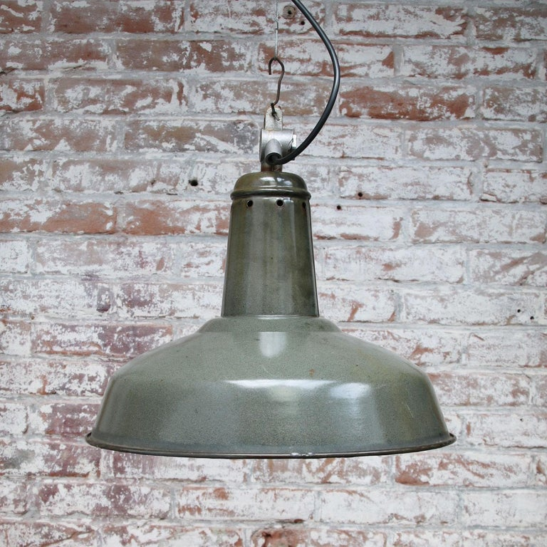 Green Enamel Vintage Industrial Pendant Light In Good Condition For Sale In Amsterdam, NL