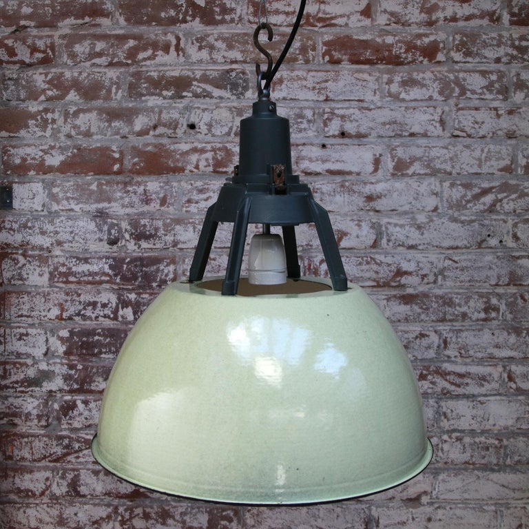 Cast Green Enamel Vintage Industrial Pendant Lights (5x) For Sale