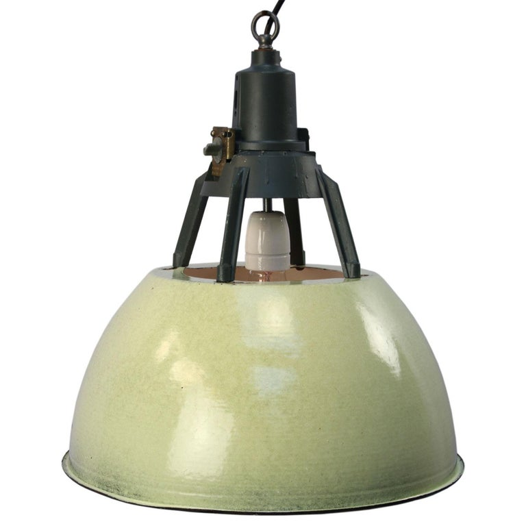 Green Enamel Vintage Industrial Pendant Lights (5x) In Good Condition For Sale In Amsterdam, NL