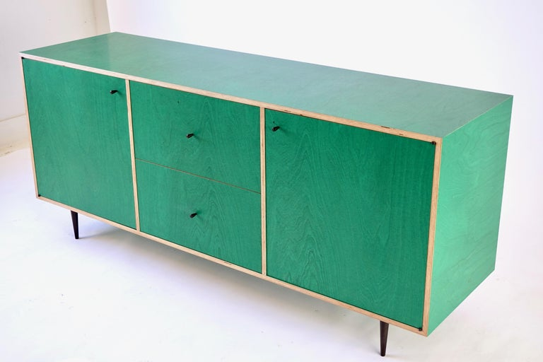 Green Finn-Ply Cabinet with Bronze Pulls and Turned Bronze Legs For Sale 5
