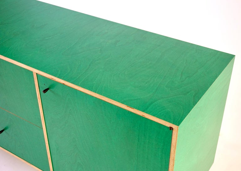 Green Finn-Ply Cabinet with Bronze Pulls and Turned Bronze Legs For Sale 3