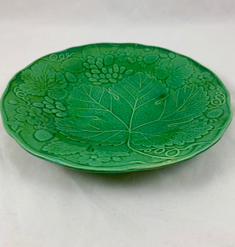 Green Glazed Majolica Strawberry and Grape Leaf on Basketweave Plate, circa 1890 In Good Condition For Sale In Philadelphia, PA