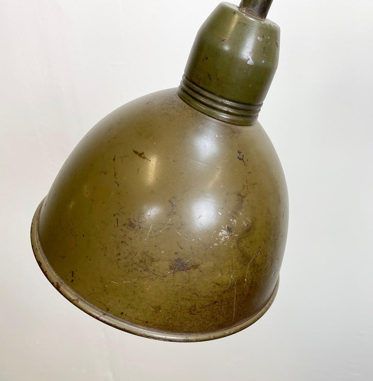 This vintage Industrial scissor lamp was produced by Elektroinstala in former Czechoslovakia during the 1960s. It has a green lampshade. The scissor arm is extendable and can be turned sideways. The lamp has new porcelain socket for E 27 lightbulbs