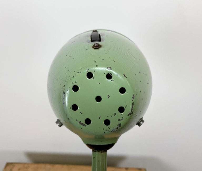 Green Industrial Table Lamp, 1960s For Sale 3