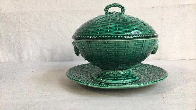 Ceramic Green Majolica Leaves Plate, circa 1890 For Sale