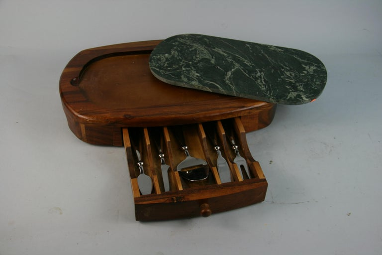 3-783 Green marble cheese board with drawer containing 5 stainless steel knives Marble is removable for cleaning.