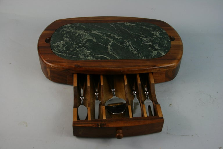 Green Marble and Wood Cheese Board with 5 Stainless Steel Knives For Sale 1