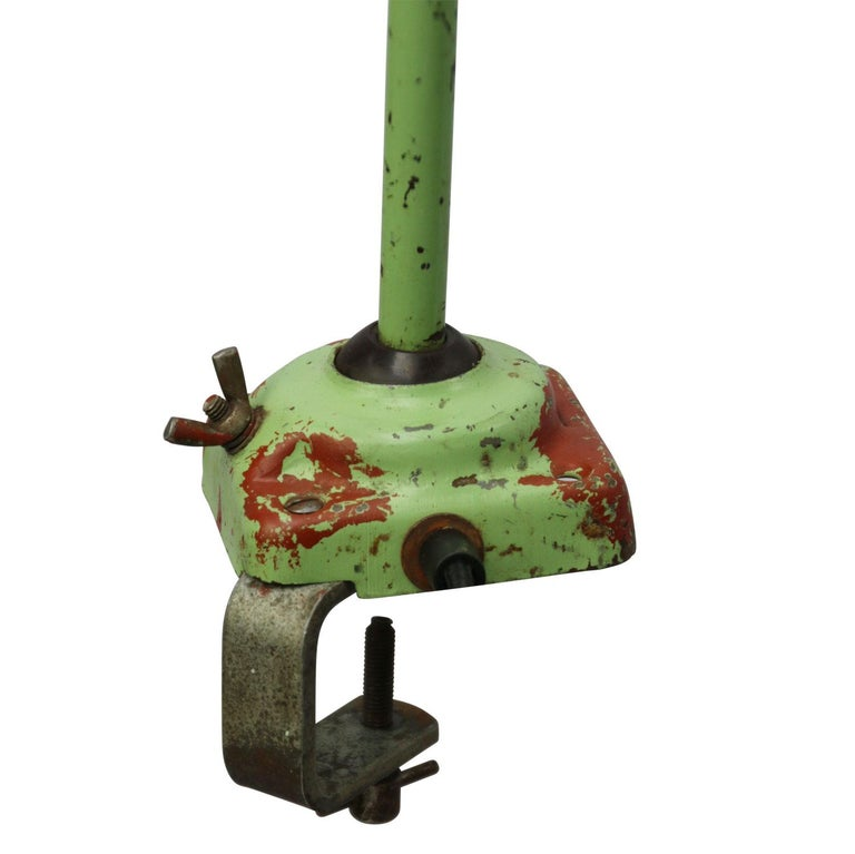 Green Metal Vintage Industrial Work Light Table Desk Light In Good Condition For Sale In Amsterdam, NL