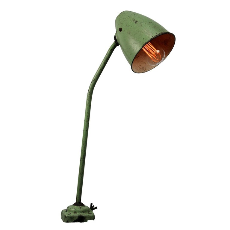20th Century Green Metal Vintage Industrial Work Light Table Desk Light For Sale