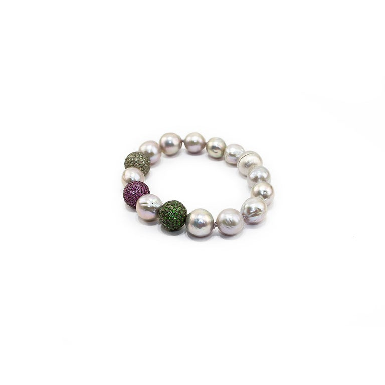 Green Sapphires, Rubies and Tsavorite Pave, Pearls and Silver Clasp In New Condition For Sale In Torre del Greco, IT