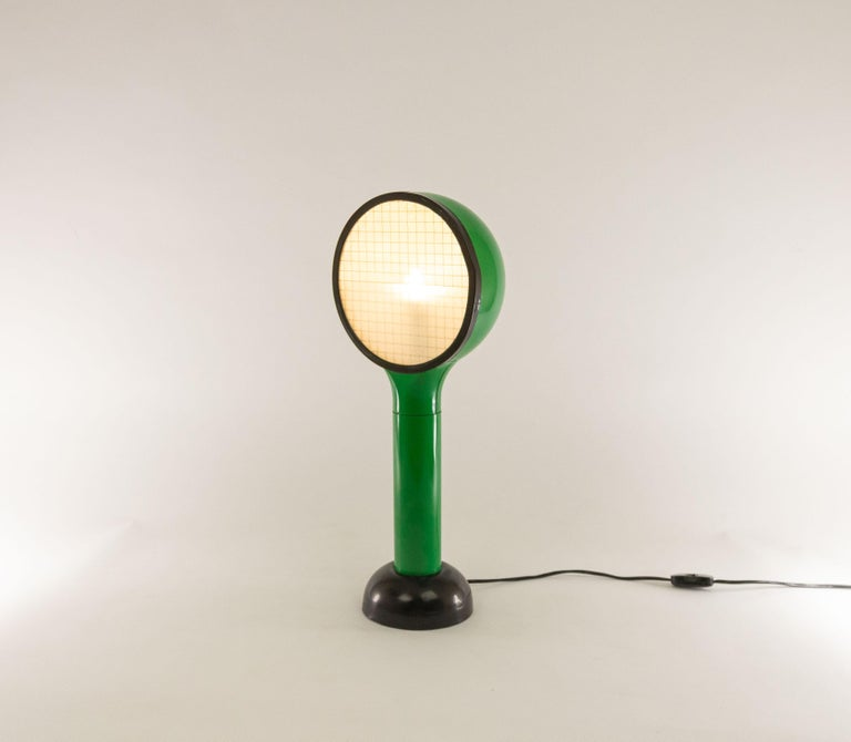 Table lamp drive designed by Adalberto Dal Lago and Adam Thiani in 1974. It was manufactured by Francesconi and features an original label on its underside.
