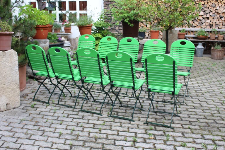 Green Ten Vintage Wood Metal Foldable Garden Patio Dining Chairs, 1980s In Good Condition For Sale In Vienna, AT