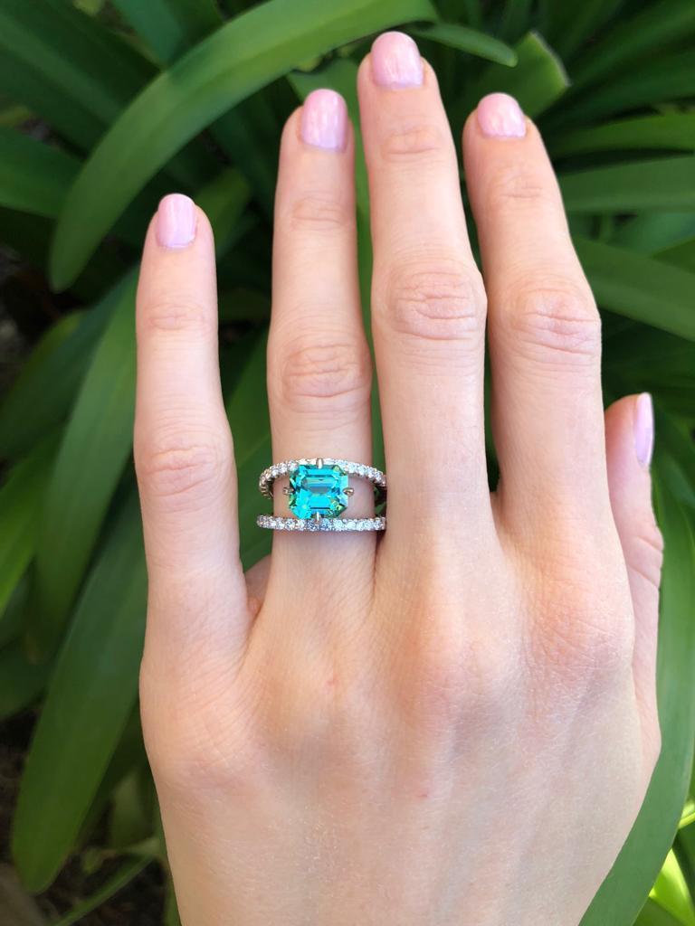Green Tourmaline Ring Emerald Cut Diamond Modern Platinum Cocktail Ring For Sale 2