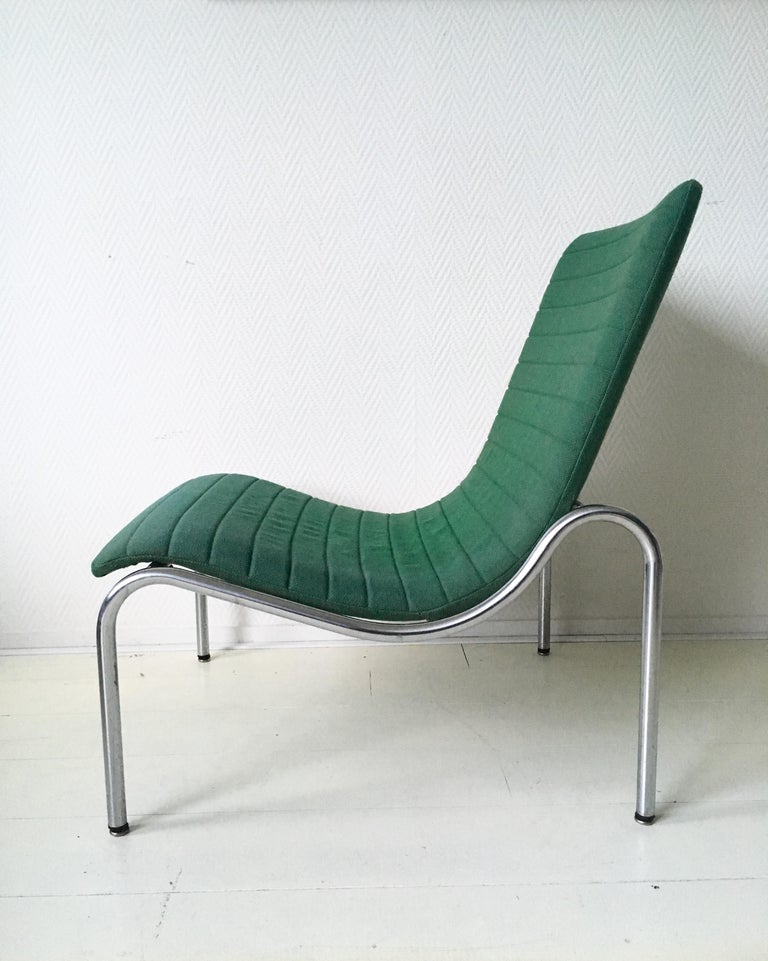 This lounge chair was designed by Kho Liang Ie for Stabin Holland in 1968. It features a tubular base with green upholstery. The piece remains in good vintage condition. NOW TEMPORARY DISCOUNT PROMO CODE AVAILABLE, SEND MESSAGE FOR MORE INFORMATION!