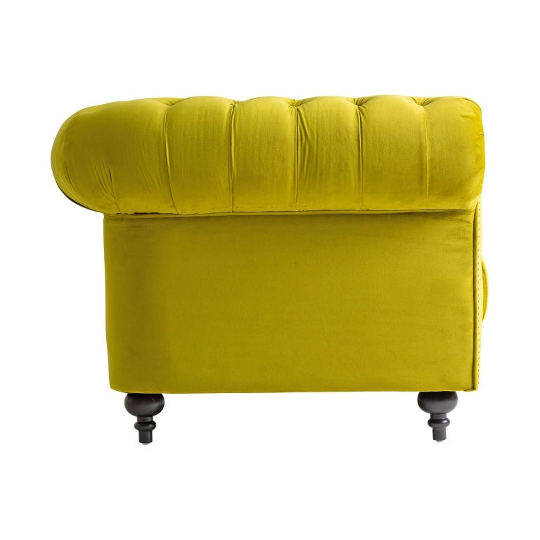 Green Velvet and Black Wooden Feet Chesterfield Sofa For Sale 1