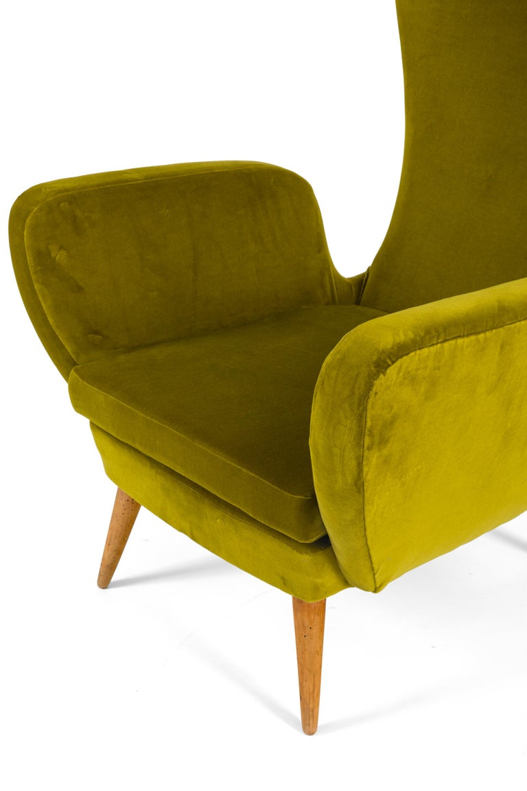 Green Velvet Mid-Century Lounge Chair, Italy, 1950s In Good Condition For Sale In New York, NY
