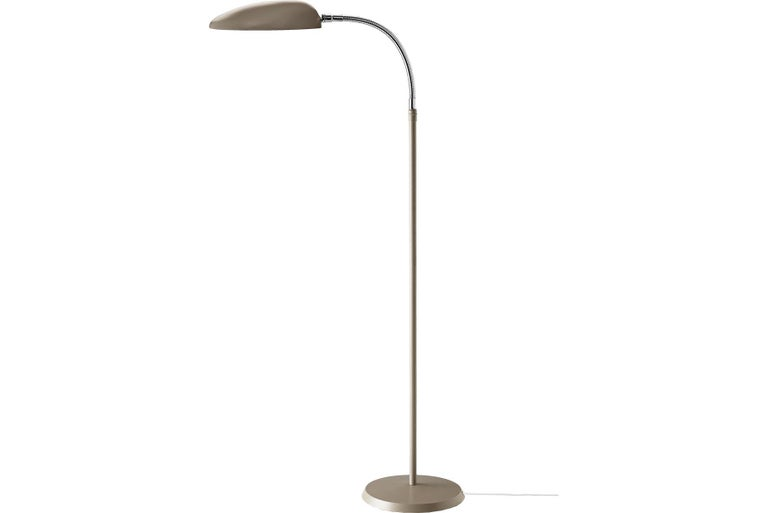 The distinctive Cobra floor lamp designed by Greta M. Grossman in the 1950s is inspired by the shape of a cobra's neck, which is not surprisingly also the motivation for its name. The Cobra floor lamp is a classic and yet unique lamp that with its