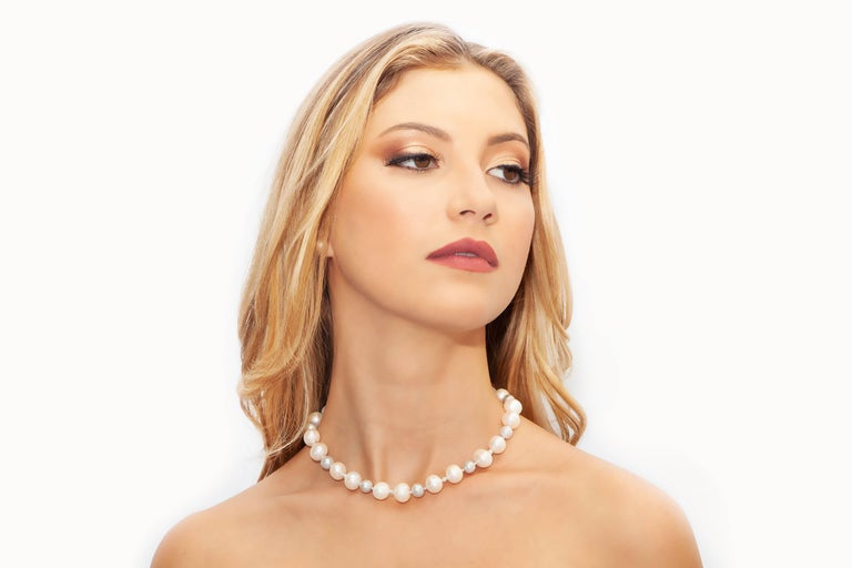 Modern  Grey and White Classic Pearl Necklace with Diamond Cut Beads For Sale