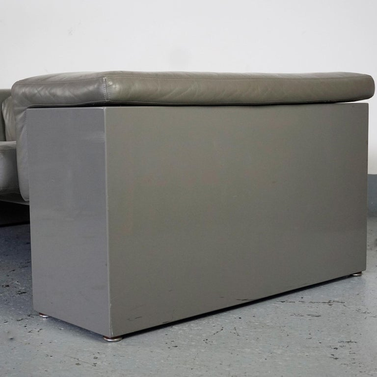 Grey Leather Two-Seat Sofa Brigadier by Cini Boeri for Knoll For Sale 3