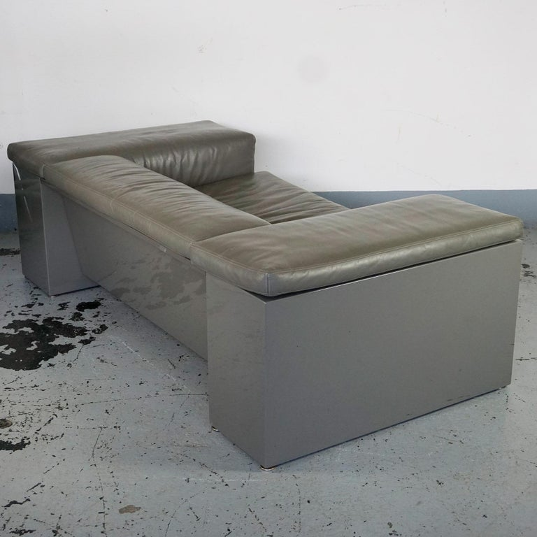 North American Grey Leather Two-Seat Sofa Brigadier by Cini Boeri for Knoll For Sale