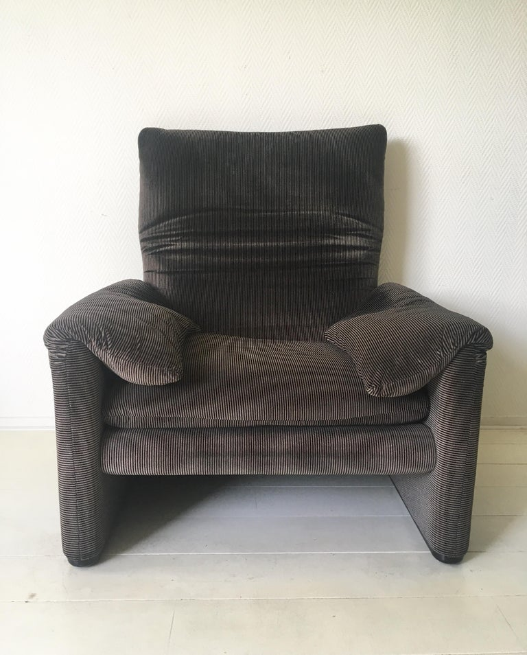 Grey Maralunga Armchair by Vico Magistretti for Cassina, 1970s For Sale 3