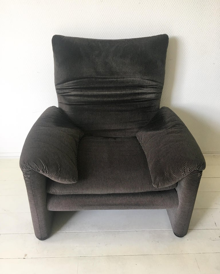 Grey Maralunga Armchair by Vico Magistretti for Cassina, 1970s For Sale 4