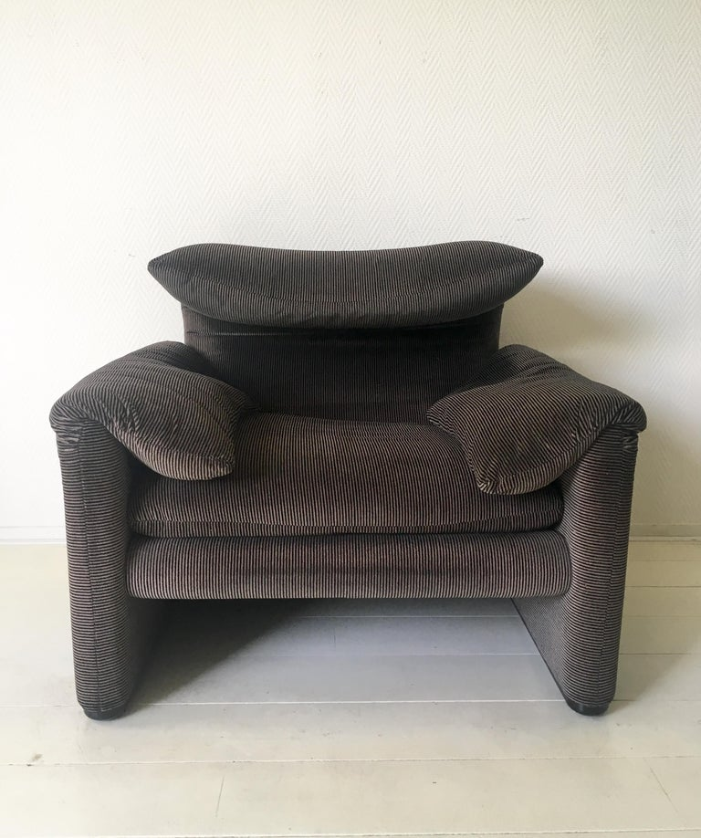 Mid-Century Modern Grey Maralunga Armchair by Vico Magistretti for Cassina, 1970s For Sale