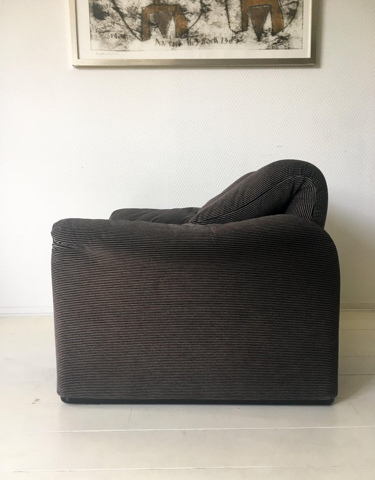 Grey Maralunga Armchair by Vico Magistretti for Cassina, 1970s In Good Condition For Sale In Schagen, NL