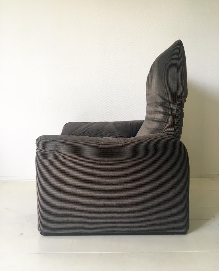 Fabric Grey Maralunga Armchair by Vico Magistretti for Cassina, 1970s For Sale