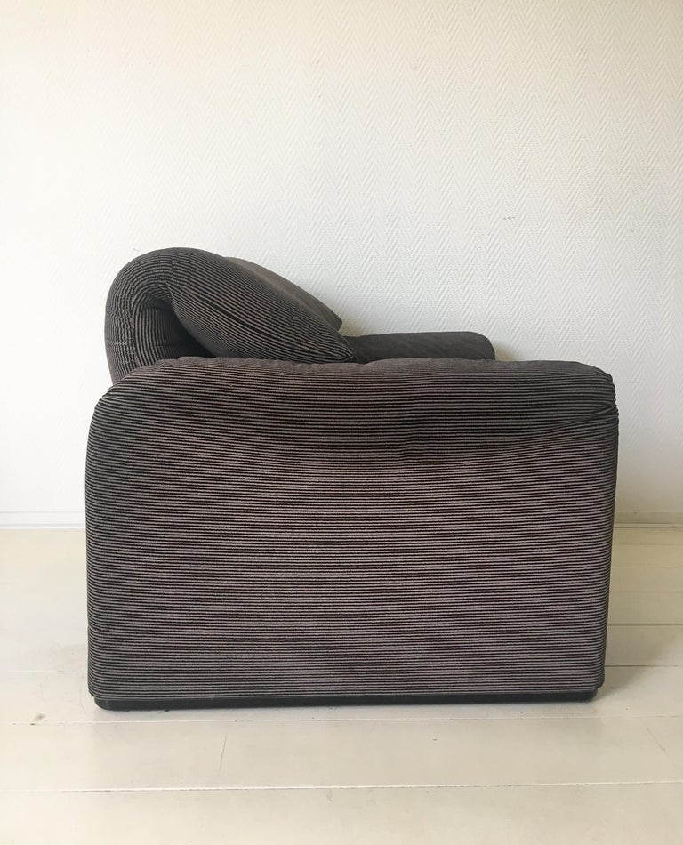 Grey Maralunga Armchair by Vico Magistretti for Cassina, 1970s For Sale 2