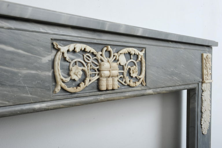 Grey Marble Louis XVI Fireplace Mantel In Good Condition For Sale In Haarlem, Noord-Holland