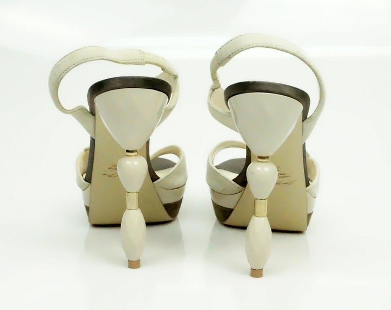 Beige Grey Mer Bone Suede Sandal w/ Acrylic Heel - 37 For Sale