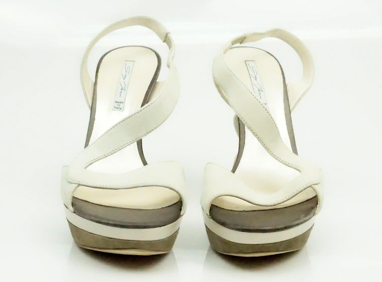 Grey Mer Bone Suede Sandal w/ Acrylic Heel - 37 In Excellent Condition For Sale In Palm Beach, FL