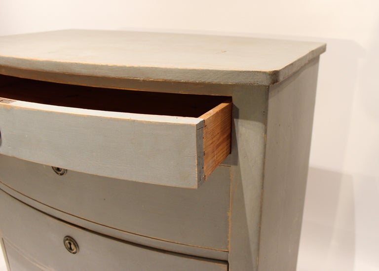 Grey Painted Chest of Drawers in the Style of Gustavian, 1880s For Sale 1
