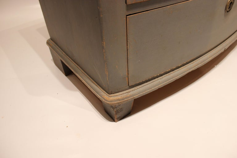 Grey Painted Chest of Drawers in the Style of Gustavian, 1880s For Sale 2