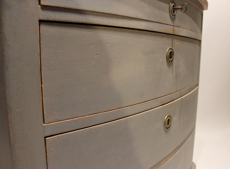 Grey Painted Chest of Drawers in the Style of Gustavian, 1880s For Sale 3