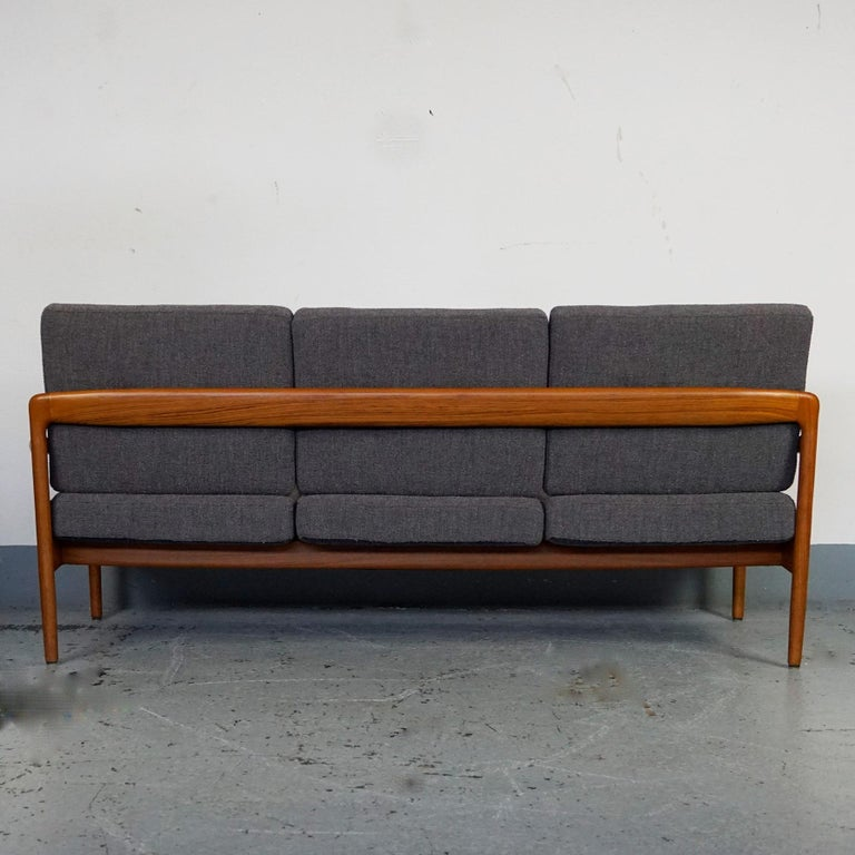 Grey Scandinavian Modern Teak Three-Seat Sofa by Knoll Antimott In Good Condition For Sale In Vienna, AT