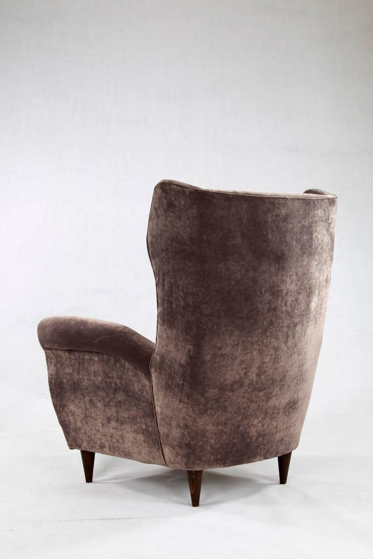 Grey Velvet Italian Armchair in the Style of Gio Ponti In Good Condition For Sale In Wolfurt, AT