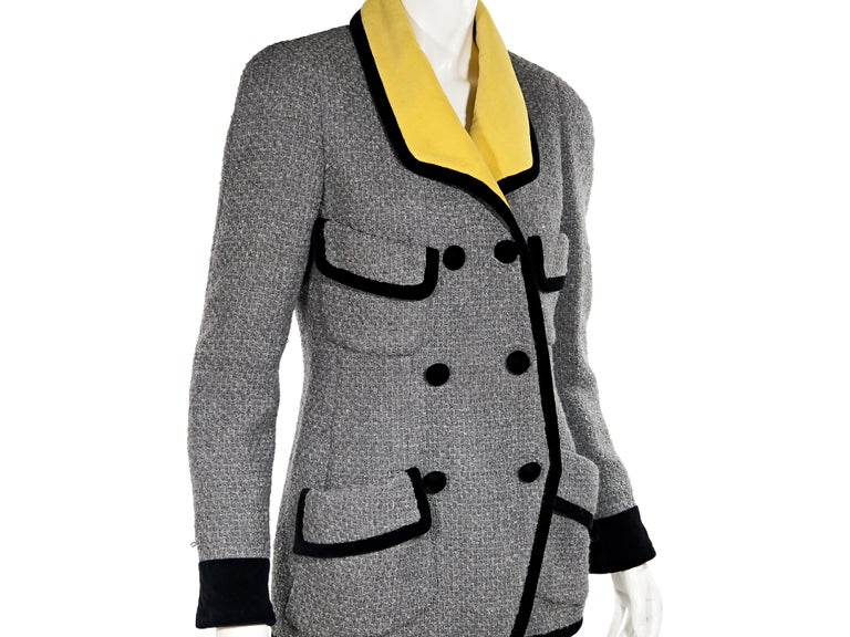 Grey Vintage Chanel Tweed Jacket In Good Condition For Sale In New York, NY