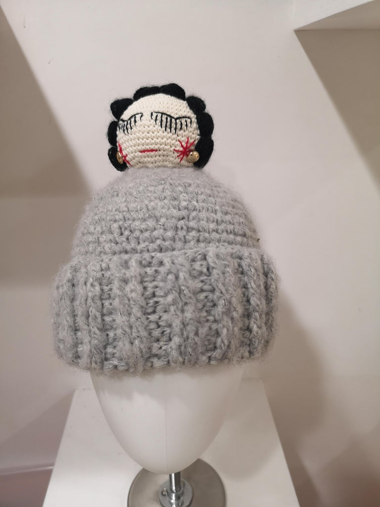 Grey wool Coco doll hat In New Condition For Sale In Capri, IT