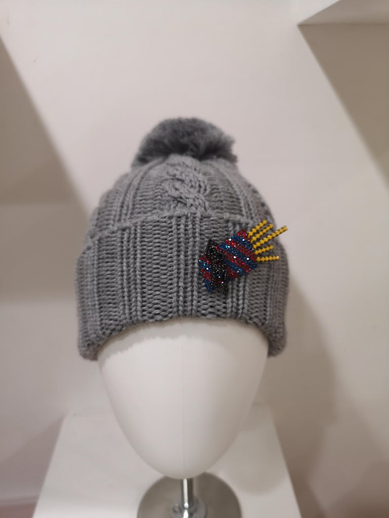 Gray Grey wool fresh fries brooch hat For Sale
