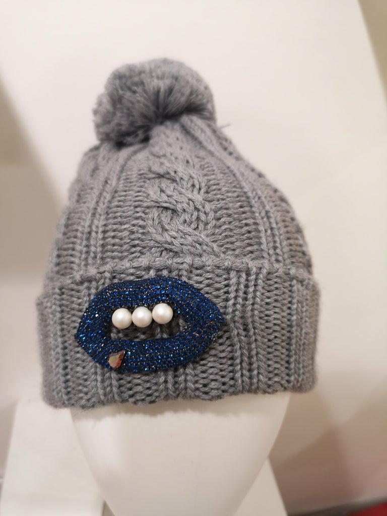 Grey wool mouth teeth swarovski brooch hat For Sale 7