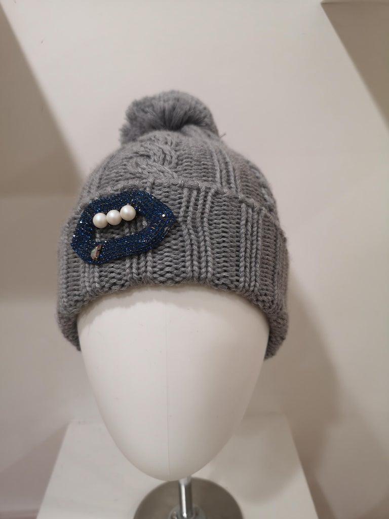 Grey wool mouth teeth swarovski brooch hat For Sale 2