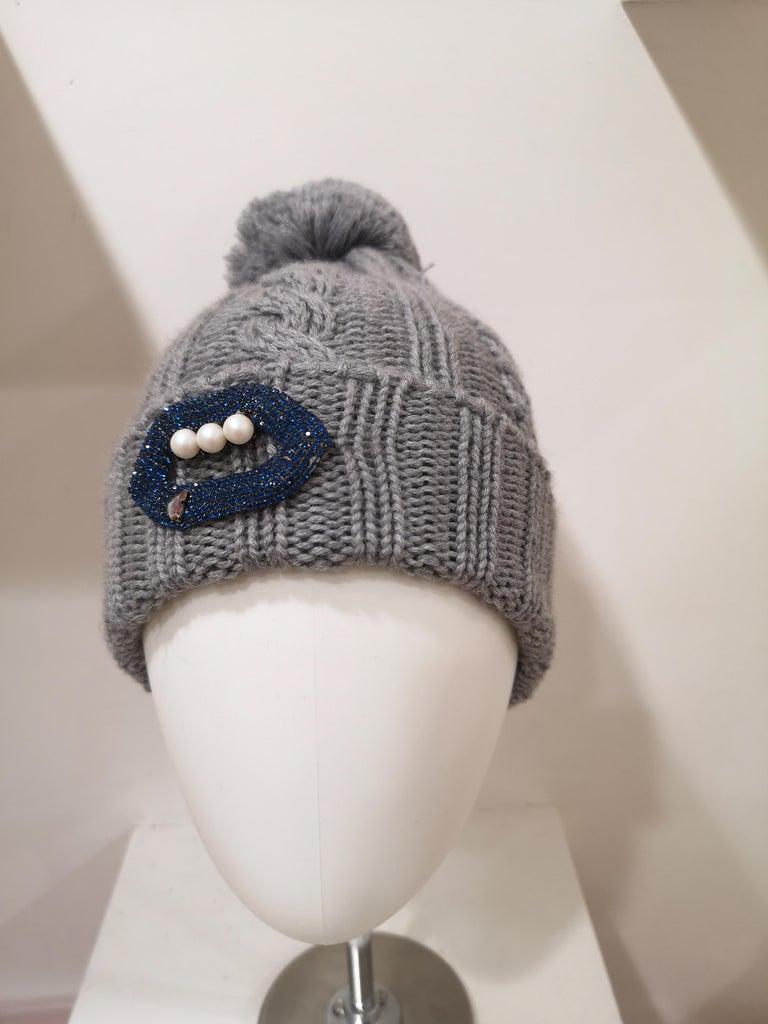 Grey wool mouth teeth swarovski brooch hat For Sale 4