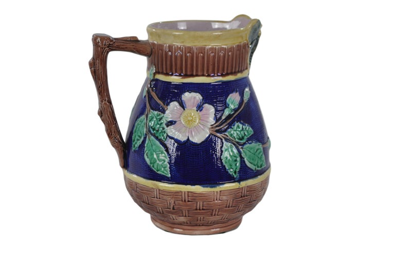Griffen Smith & Hill Etruscan Majolica Butterfly Spout Pitcher In Excellent Condition For Sale In Banner Elk, NC